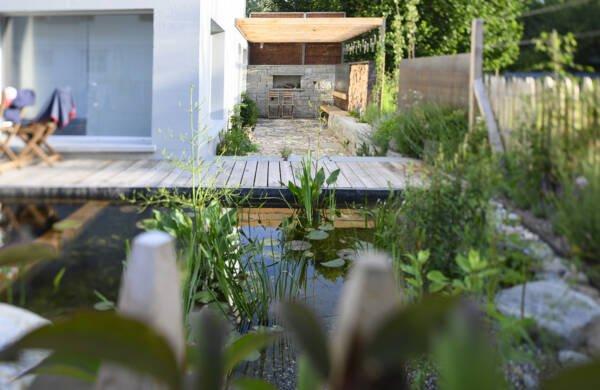 Salamander Showgarten Schwimmteich Trockenmauer Naturstein Sitzecke