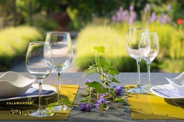 Apothekergarten Sitzplatz Weinglas Naturgarten für Geniesser Naturgärten